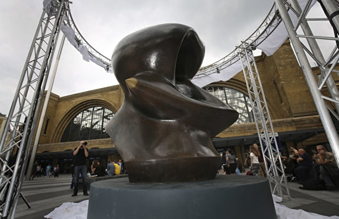 Henry Moore Sculpture Comes To King's Cross