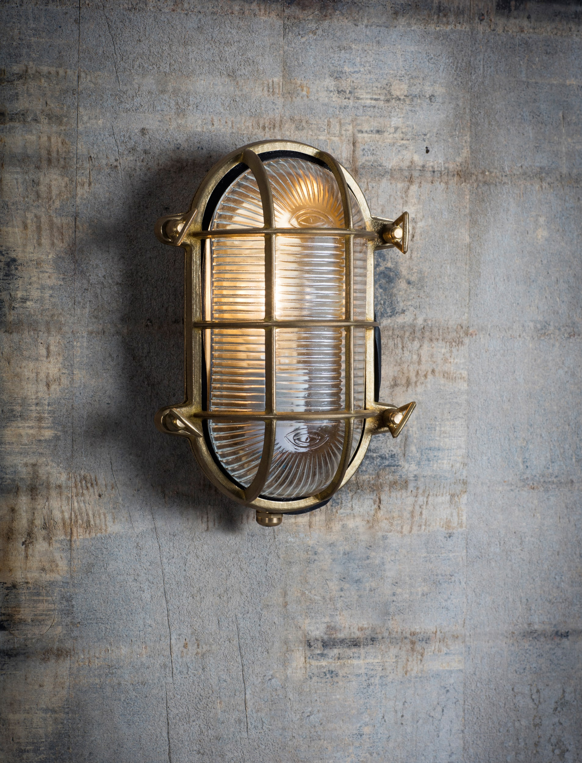 Brass Devonport Bulk Head Light  | Garden Trading