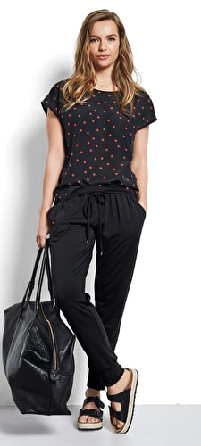 Model wears our Boxy printed silk tee in sunstar black and picante