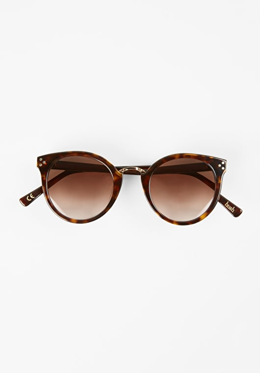 Classic tortoise shell sunglasses in a round style