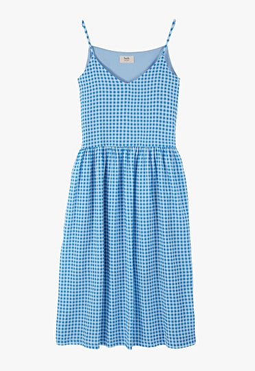 Loose fitting gingham dress in a stunning french blue and white in a v line neck