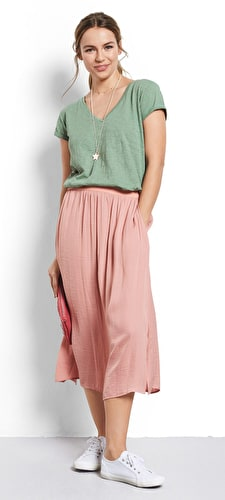 Model wears our Maxi skirt in a floaty style with an elasticated waistband and split side hem in Rose tan