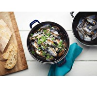 KitchenCraft World of Flavours 2.5 Litre Blue Enamel Mussel Pot