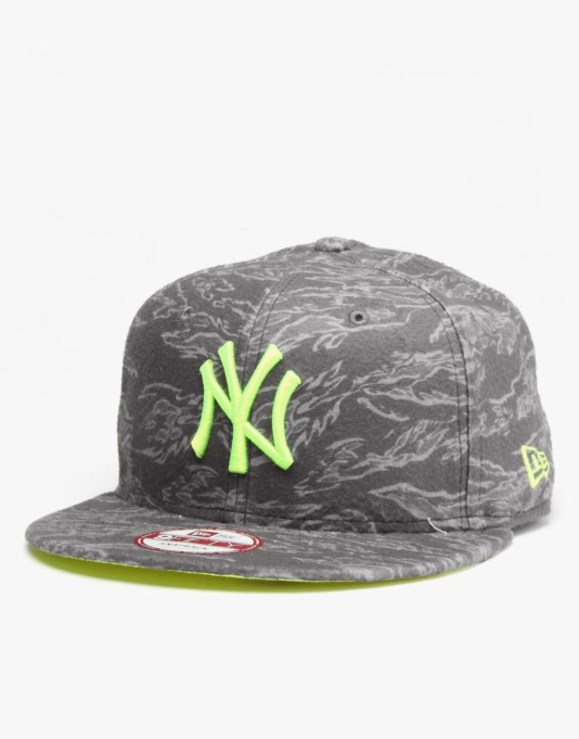 New Era MLB New York Yankees AO Camo Fleece Snapback Cap - Black
