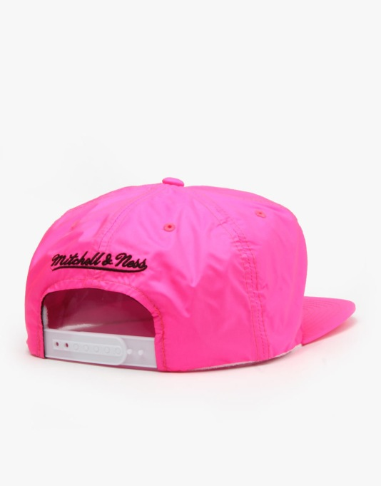 Mitchell & Ness NBA Miami Heat Neon Pinch Snapback Cap - Pink