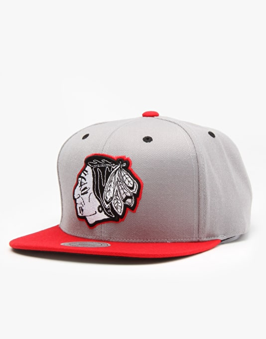 Mitchell & Ness NBA Chicago Blackhawks Arch Visor Snapback Cap - Grey