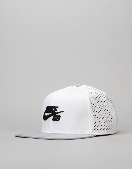 Nike SB Performance Trucker Cap - White/Wolf Grey/Black/Black