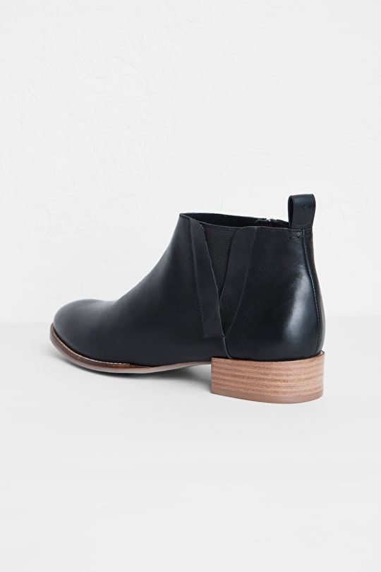 Shoreline Boot, Versatile Low Cut Ankle Boots In Nubuck Or Leather