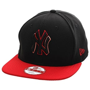New Era 9Fifty Snapback Cap - NY Yankees - Black/Scarlett Logo fade